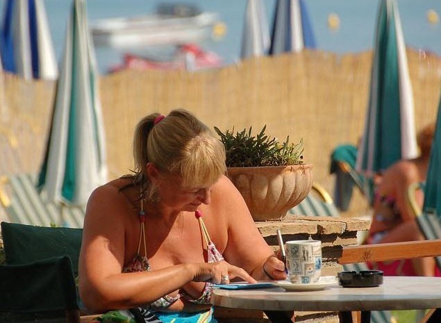 woman-beach-writing2
